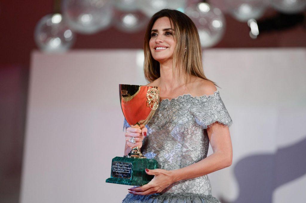 venezia-78-penelope-cruz-vince-la-coppa-volpi-come-migliore-attrice